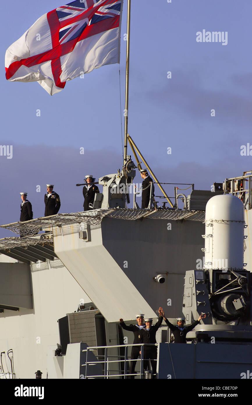 HMS Ocean kehrt in ihre Heimat Hafen von Devonport in Plymouth, Devon, UK. Stockbild