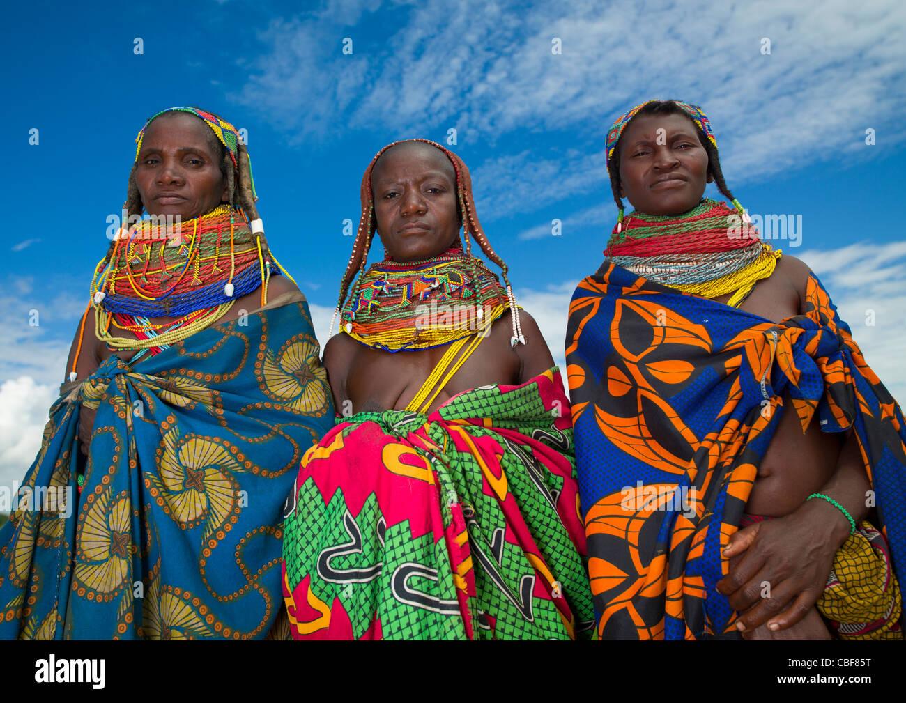Mwila Frauen mit Toga, Chibia Bereich, Angola Stockbild