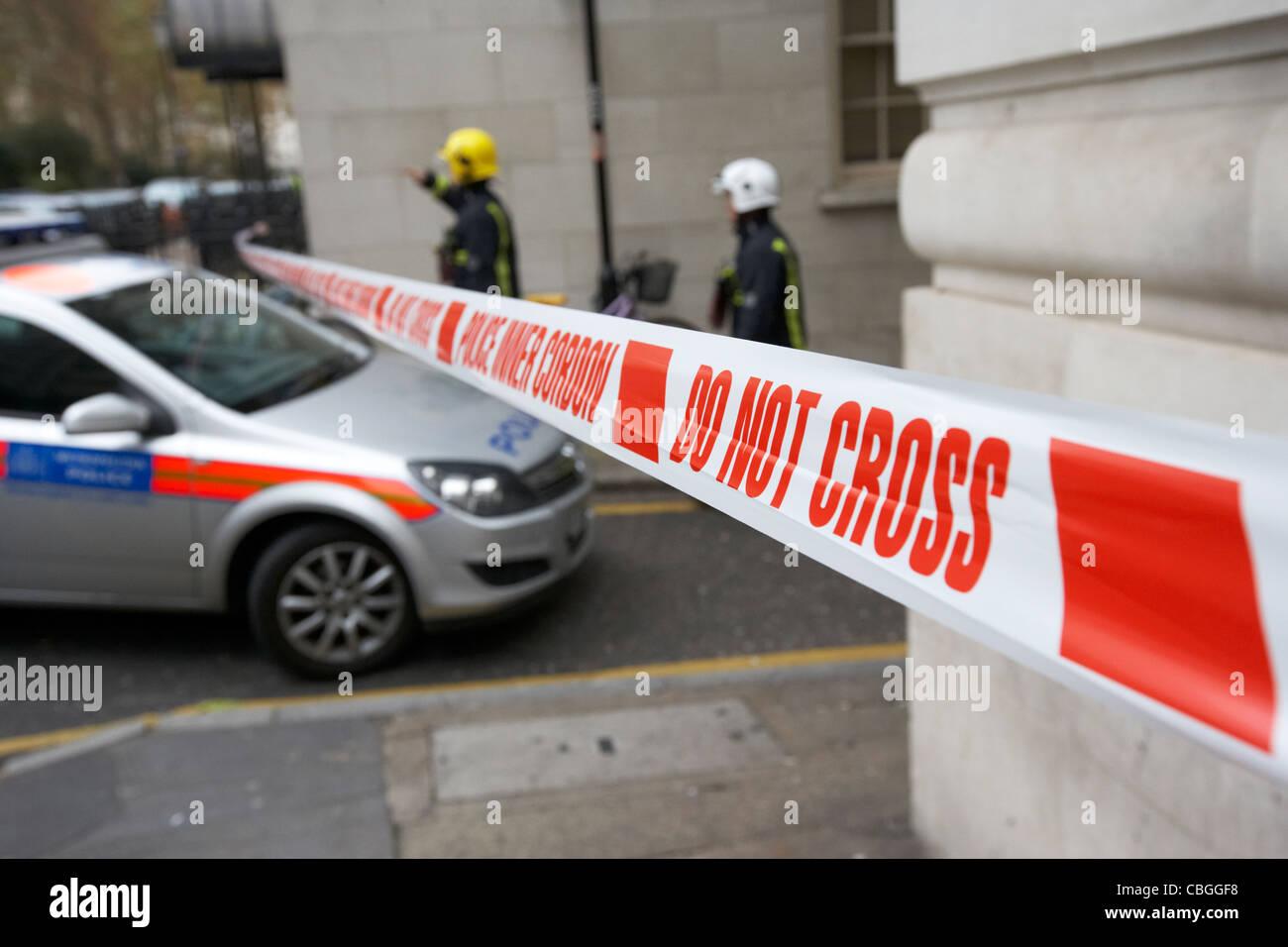 Polizei innere Cordon Band kreuzen nicht am Vorfall im London England uk United kingdom Stockbild