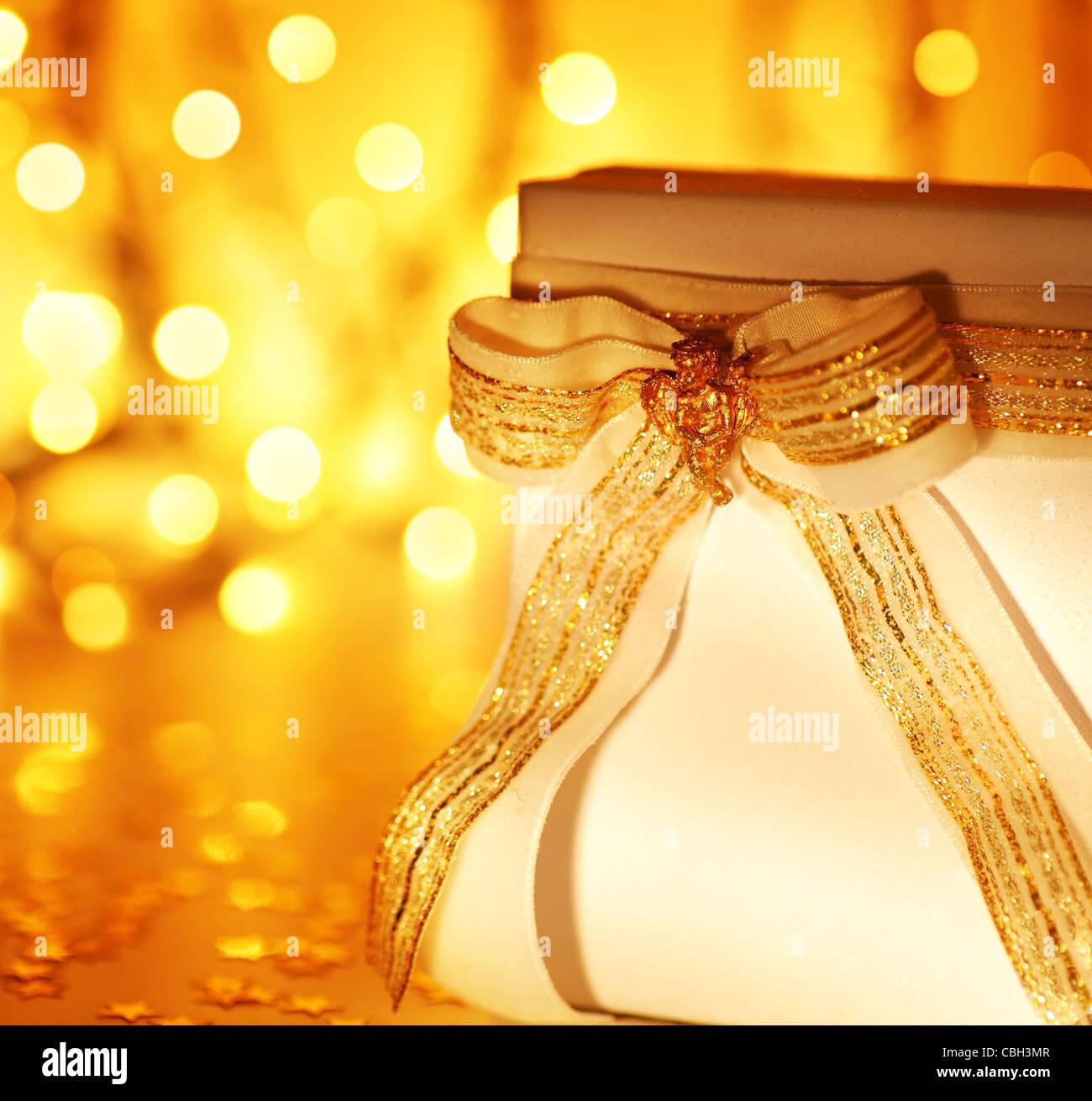 Gold Urlaub Hintergrund Mit Weissen Prasent Geschenk Box