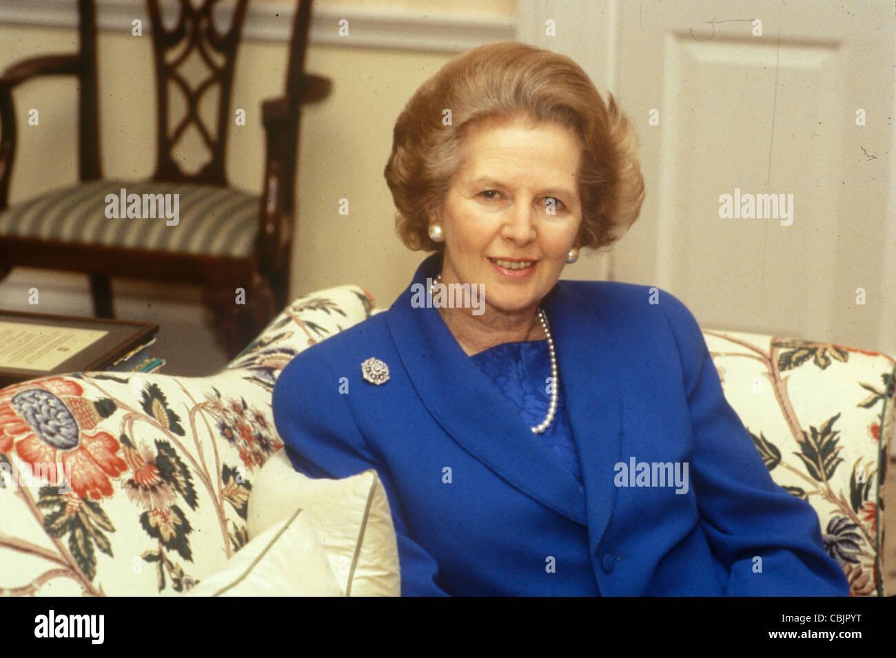 Frau Maggie Margaret Thatcher 1983 in ihrem Dachgeschoss, Downing Street London flach. HOMER SYKES Stockbild