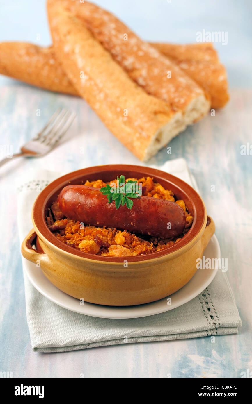 Getrocknetes Brot mit Chorizo (Migas de Pastor). Typisch spanische ...
