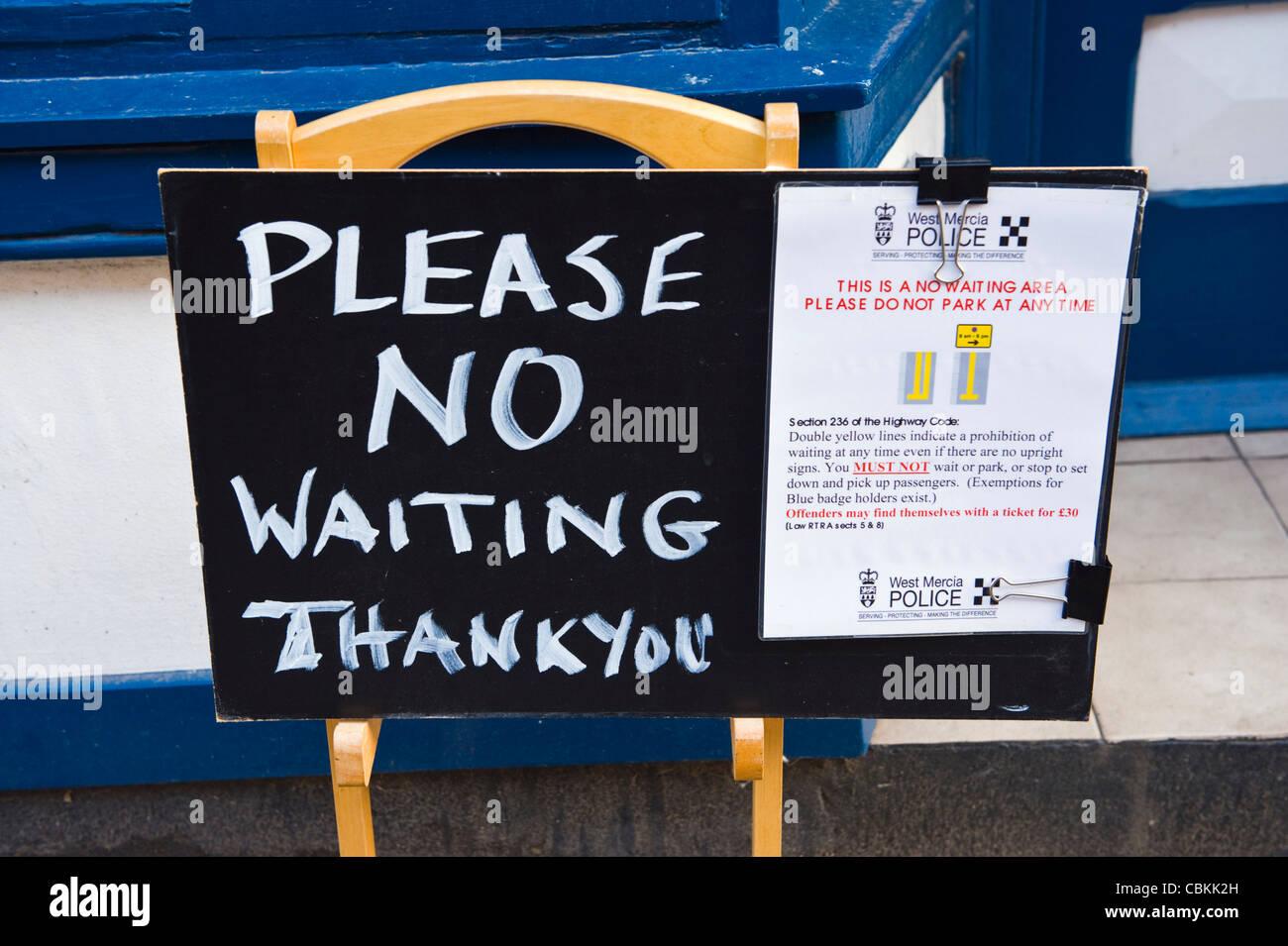 Bitte keine warten danke Schild Shop im Kington Herefordshire England UK Stockfoto