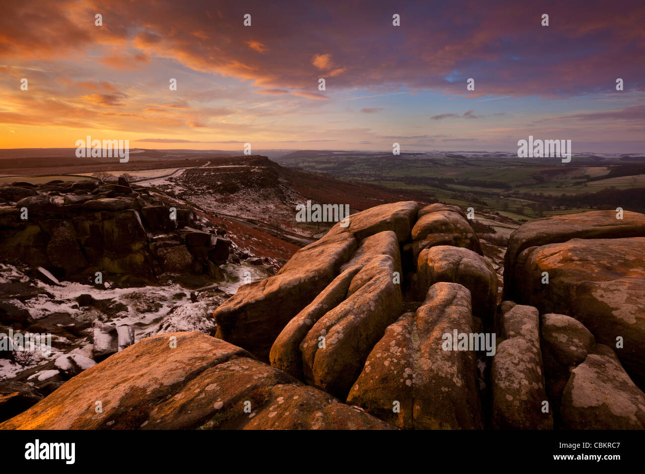 Winter am Curbar Rand, Peak District National Park, Derbyshire, England, Vereinigtes Königreich Stockbild