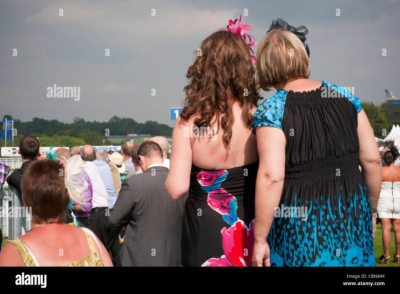 Damentag bei Goodwood Rennen, West Sussex, England, Vereinigtes Königreich. Stockbild