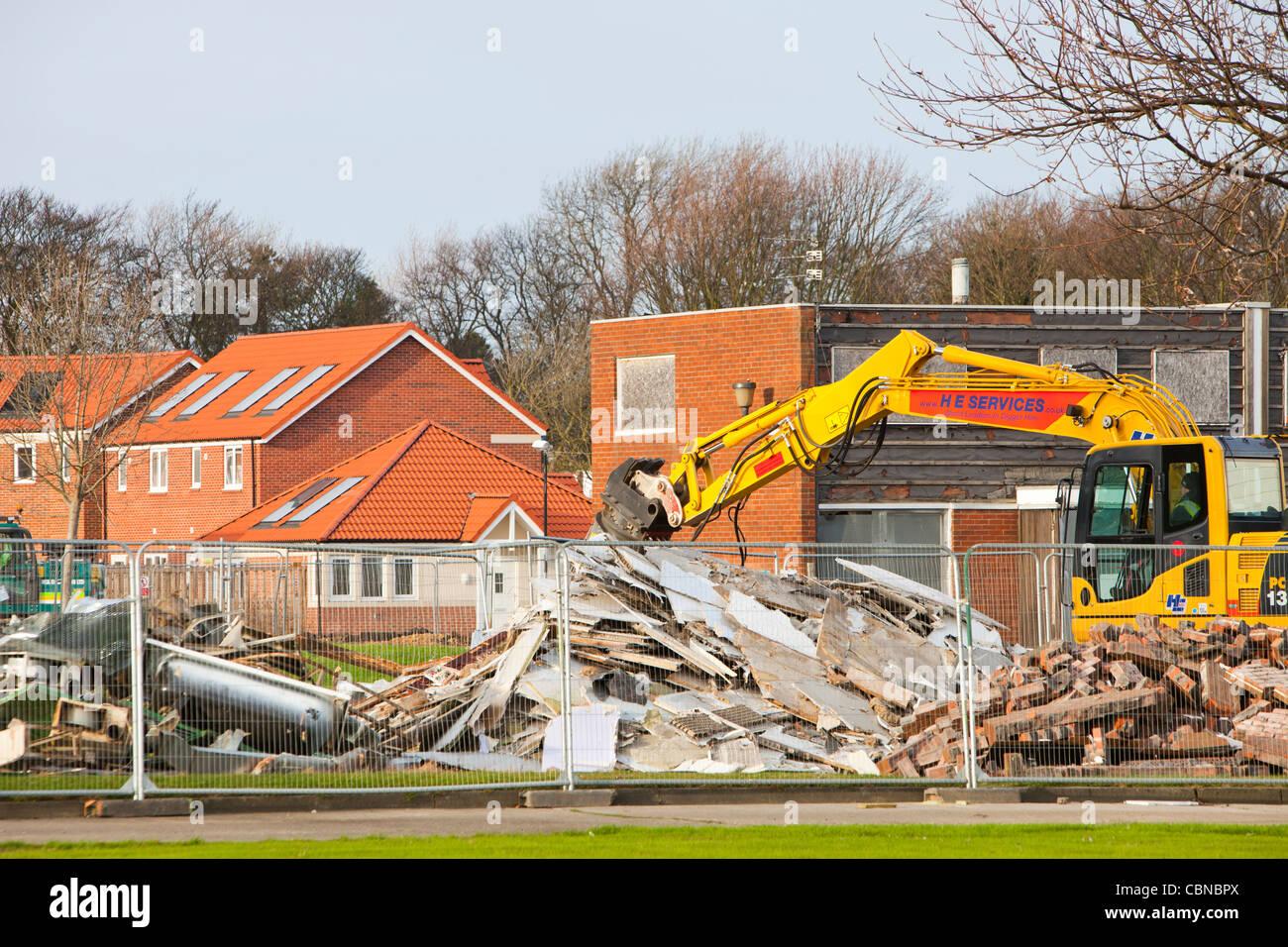 Alte Häuser abgerissen in Sunderland und ersetzt durch moderne grün bauen Gehäuse. Stockbild