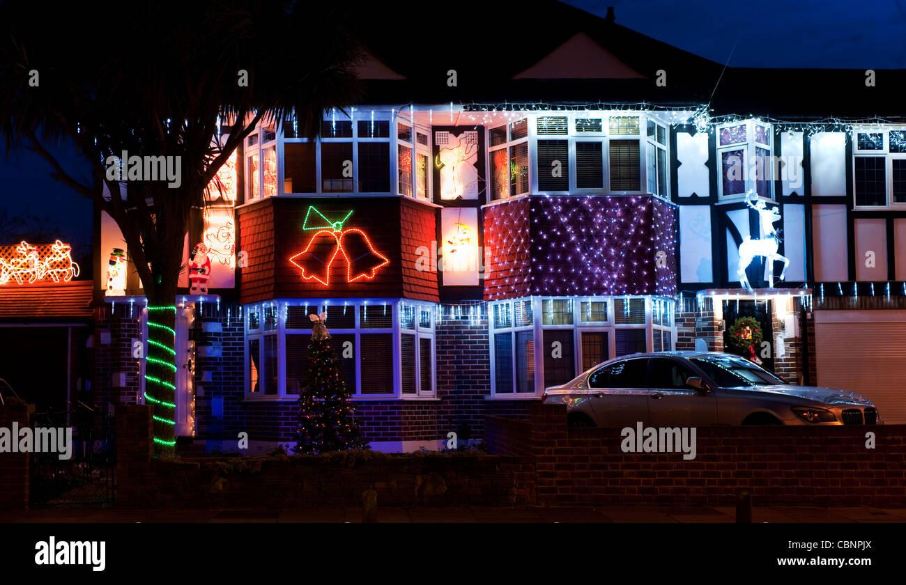 Doppelhaushälfte Häuser dekoriert mit Weihnachtsbeleuchtung in ...