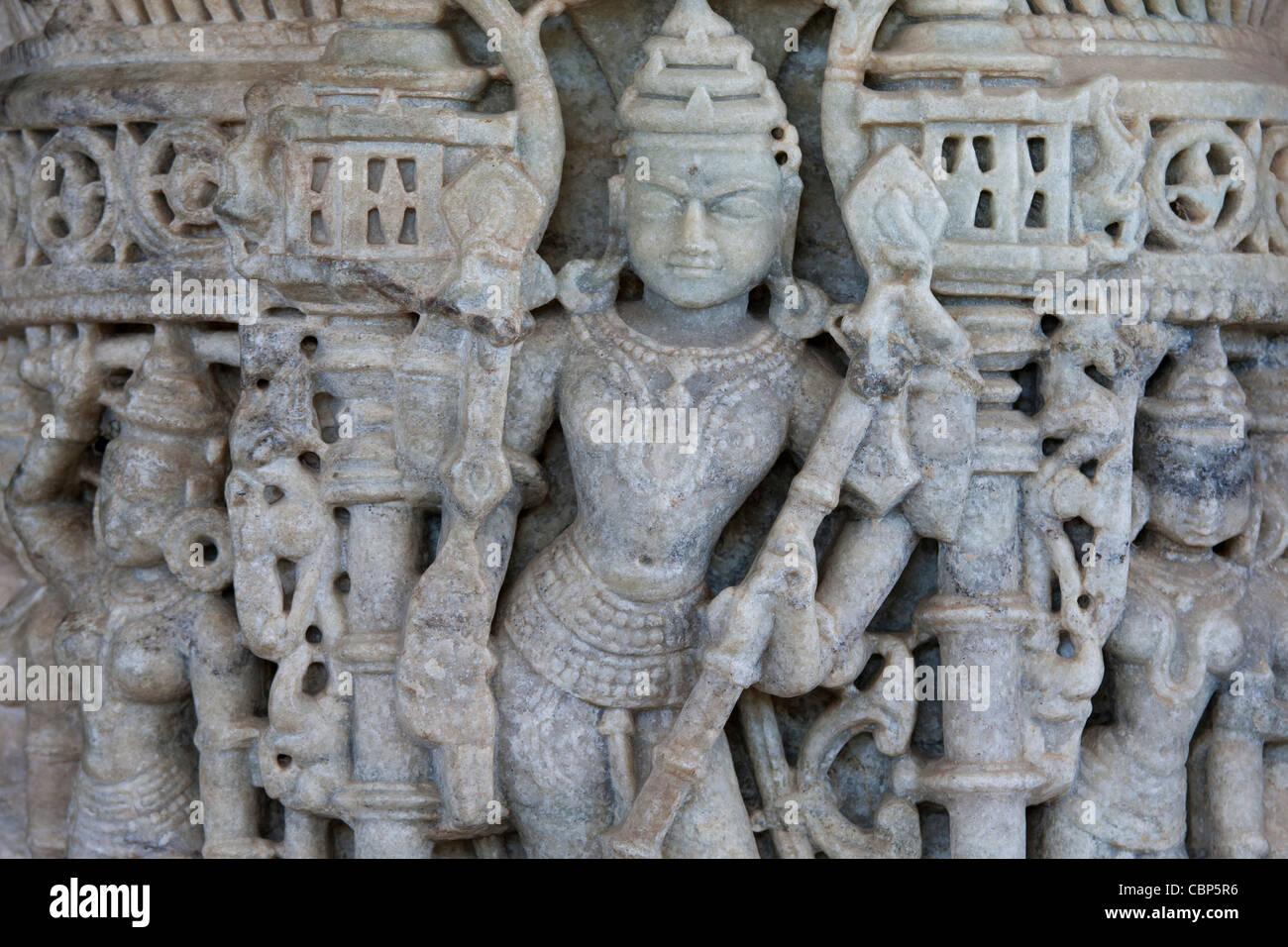 Detail der Steinmetzarbeiten in Ranakpur Jain Tempel in Desuri Tehsil in Pali Bezirk von Rajasthan, Westindien Stockbild