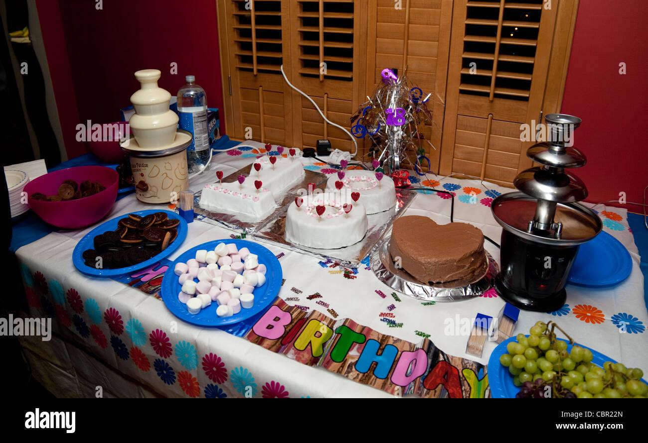 Ein Tisch Voller Geburtstag Party Essen Uk Stockfoto Bild 41688493