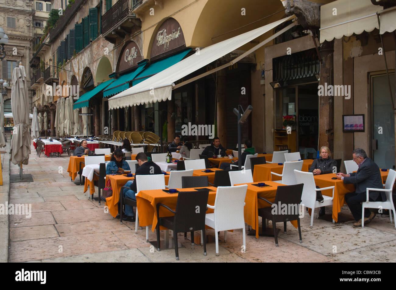 Piazza Delle Erbe Altstadt Verona Venetien Region Nord Italien Europa Stockbild