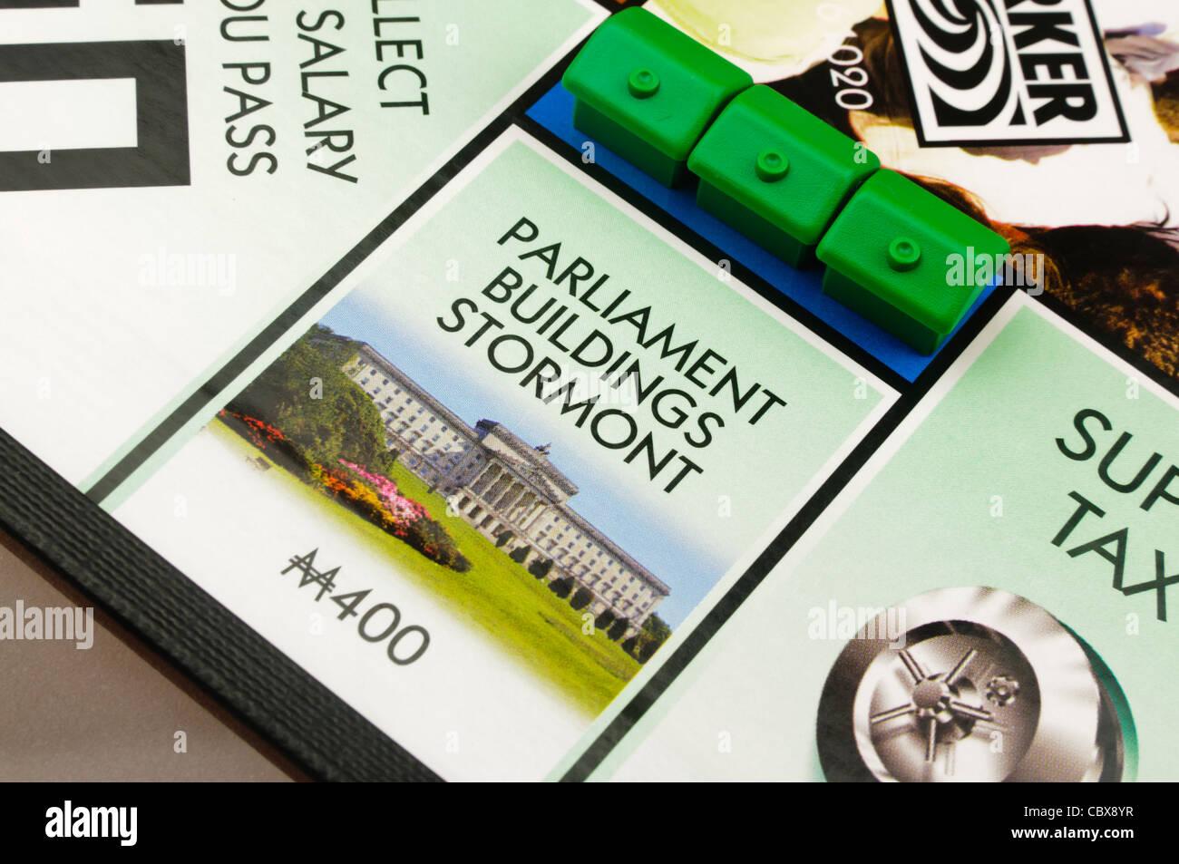 Belfast-Monopol: Bau von Häusern am Parlamentsgebäude Stockbild