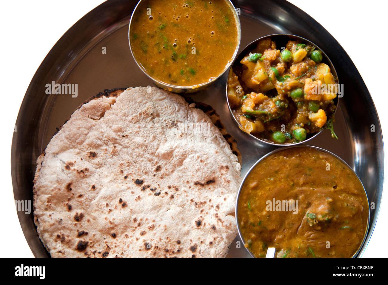 Traditionelle indische Küche vegetarische Thali serviert in kleinen ...