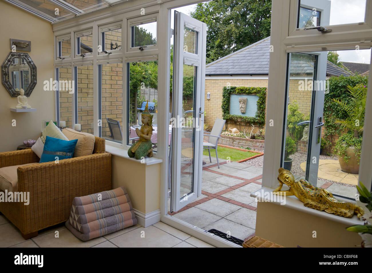 Top Ein moderner Wintergarten mit PVC-Fenster und Türen in NA95