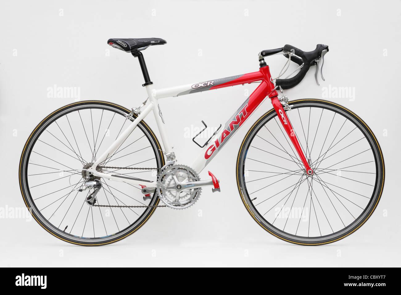 isolierte Giant OCR Fahrrad Rennrad mit Oversize Rahmen dreifach ...
