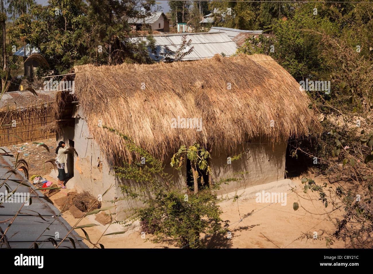 Indien, Manipur, Imphal, Loktak See, Sendra Insel, Fischer Haus Aus Holz  Und Stroh Mit Dung Rendern