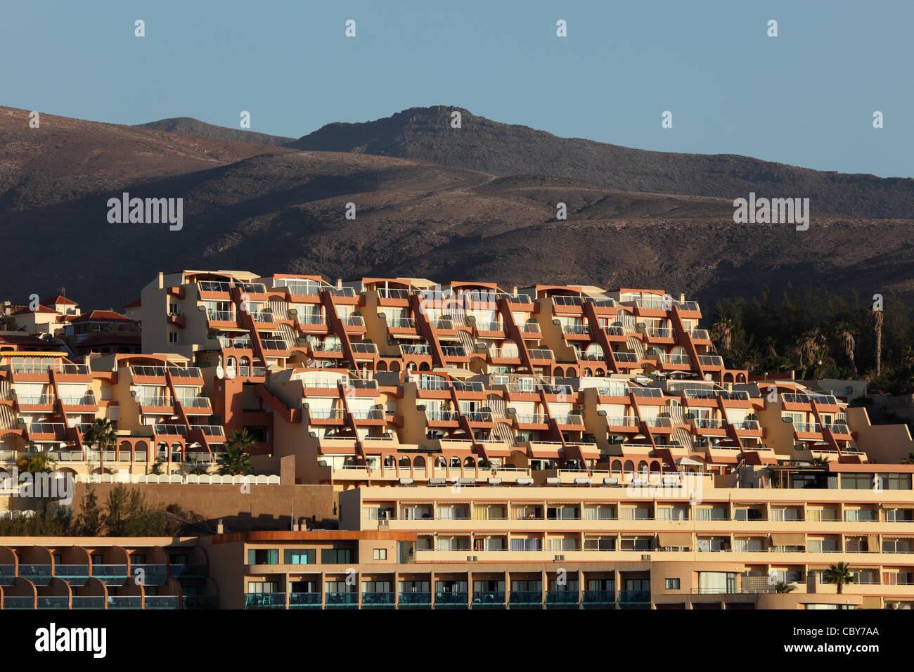 Hotelgebäude auf der Kanarischen Insel Fuerteventura, Spanien Stockbild