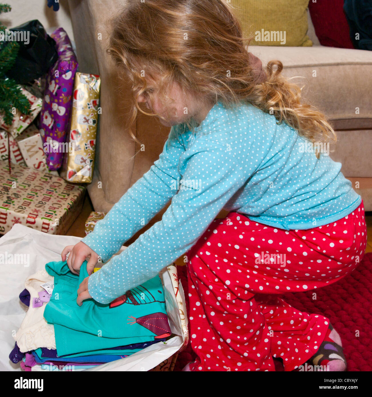 3 Jahr alten Kind Mädchen Baby Kleinkind Eröffnung A Weihnachten ...