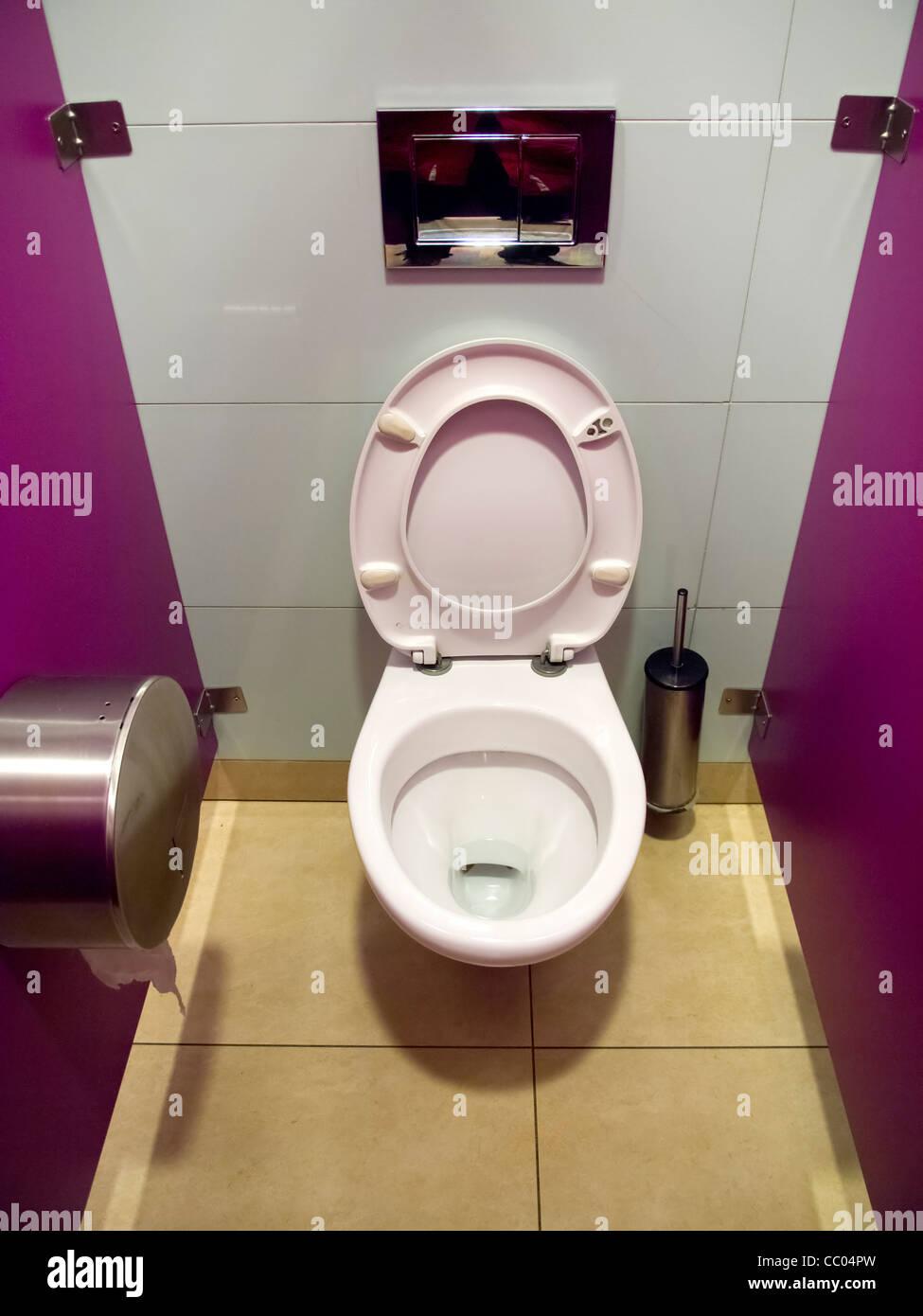 defecation stockfotos defecation bilder alamy. Black Bedroom Furniture Sets. Home Design Ideas
