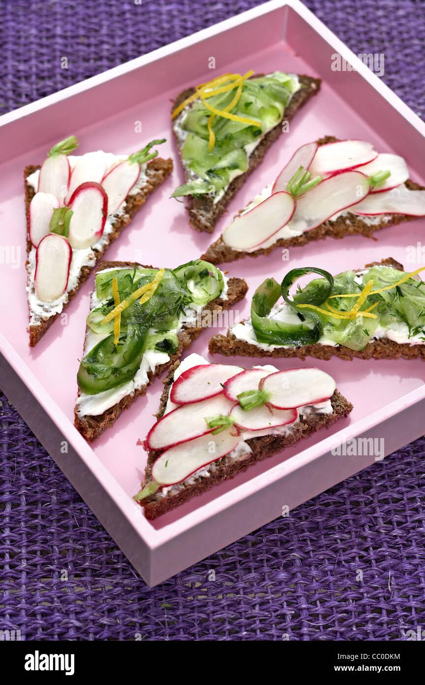 Kleine Sandwiches gemischt Stockbild