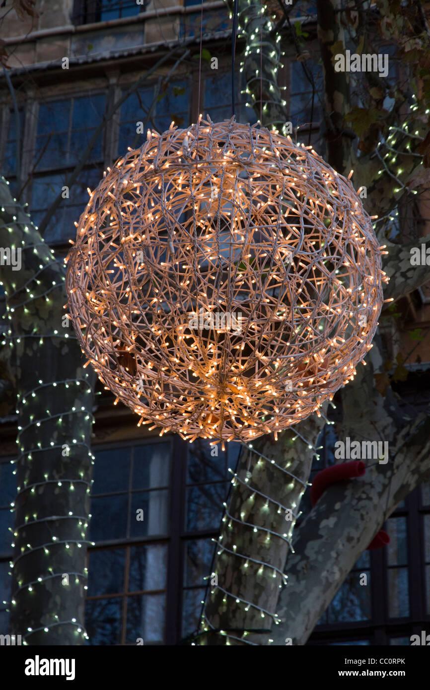 Weihnachten dekoration kugel licht h ngen von baum palma for Dekoration spanien