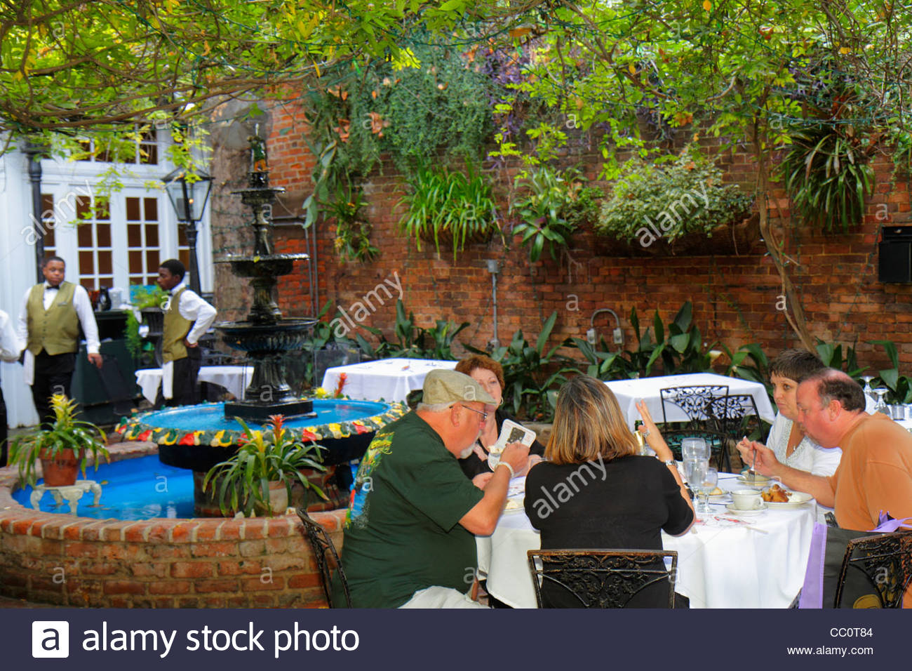 Tables On Street French Restaurant Stockfotos & Tables On Street ...