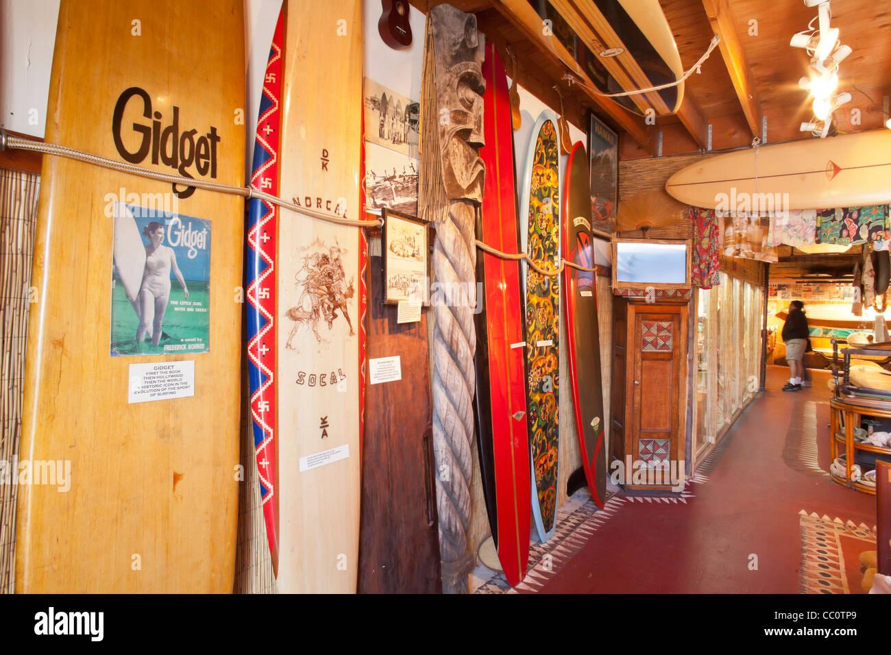 Alten Surfbrettern An Der Santa Barbara Surf Museum Funk Zone