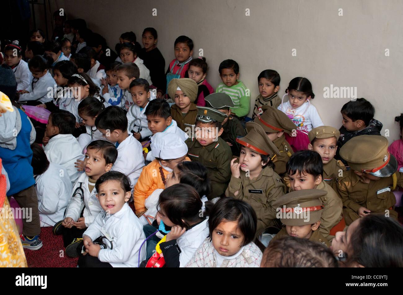Kindergarten - Kinder verkleidet in verschiedenen berufen, Chandigarh, Indien Stockbild