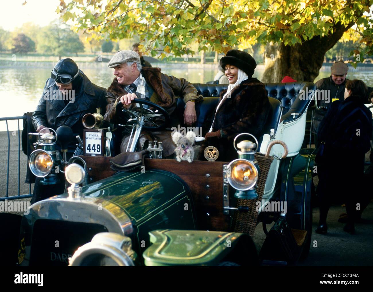 Warten auf den Beginn der jährlichen Oldtimer-Rennen - London to Brighton. UK Stockbild