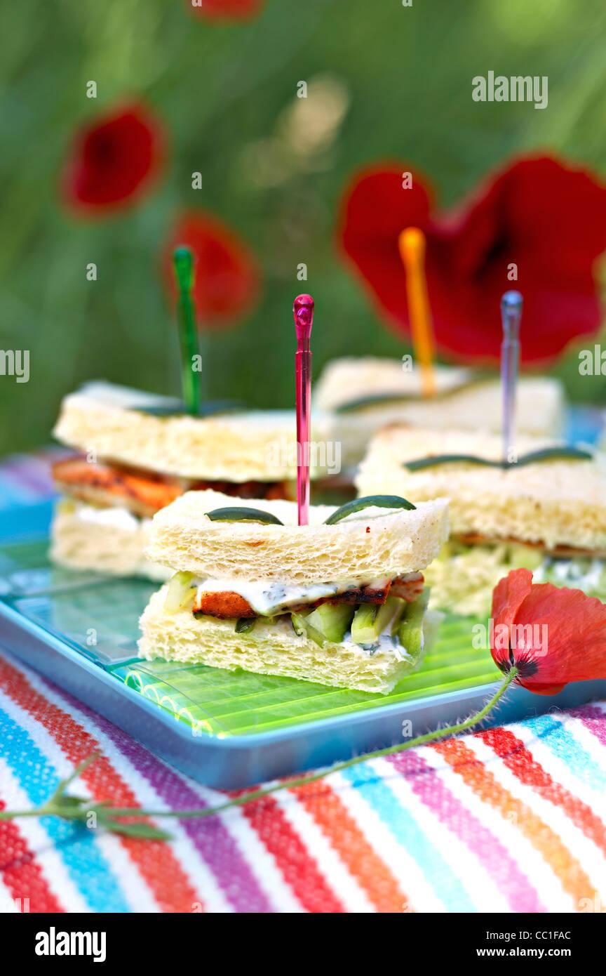 Indisch Huhn und Gurken Sandwich Stockbild