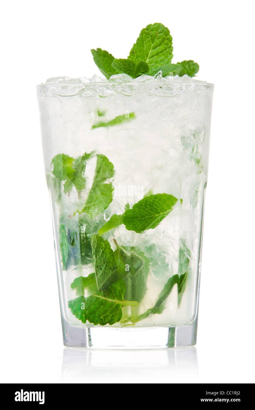 Mojito cocktail isoliert auf einem weißen Stockbild