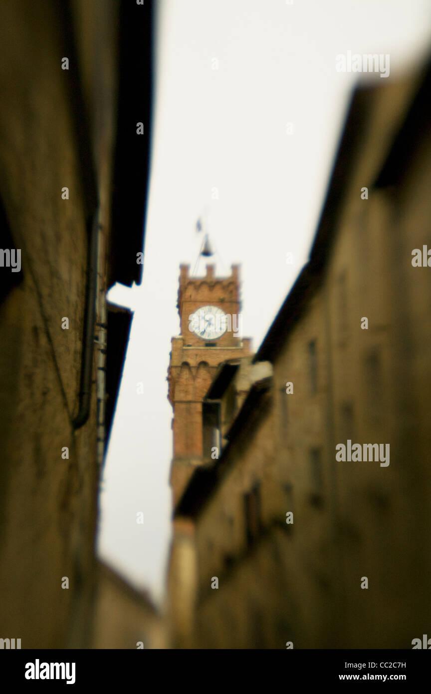 Uhrturm in der Toskana Stockbild