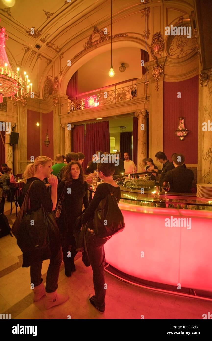 österreich Wien 7 Volkstheater Rote Bar Im Volkstheater