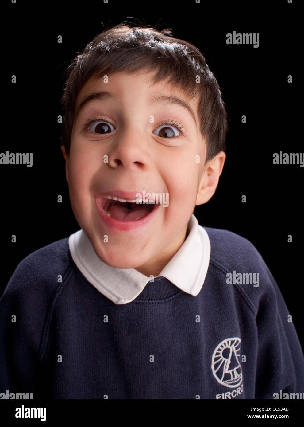 Junge, Lächeln, Studioaufnahme Stockbild