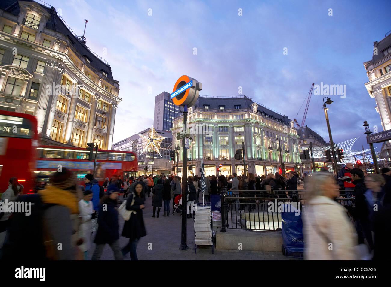 beschäftigt Eingang zum Oxford Circus u-Bahn-Station am Abend Hauptverkehrszeit London England UK-Vereinigtes Stockbild