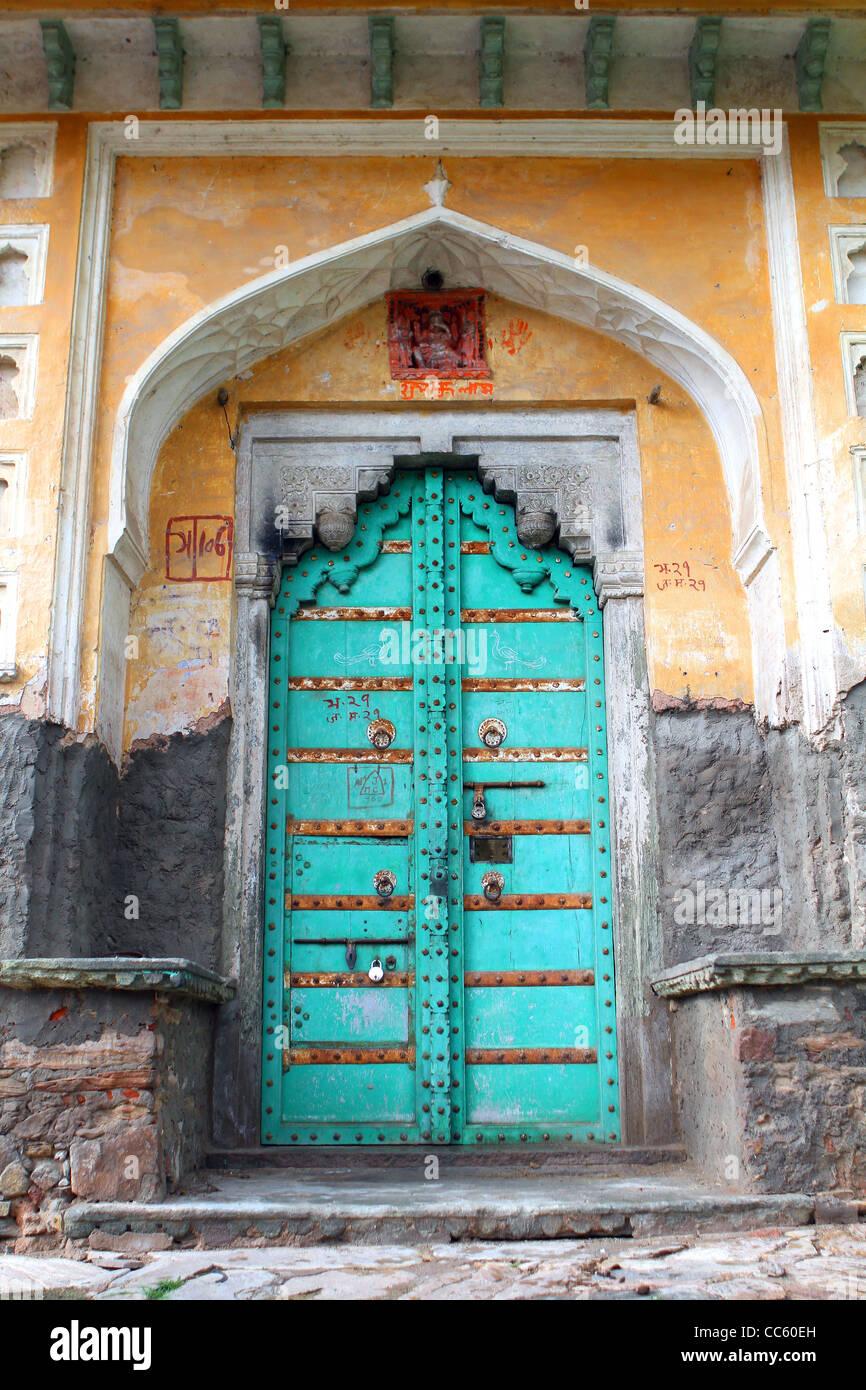 Traditionelle Geschnitzte Indische Tur Stockfotos
