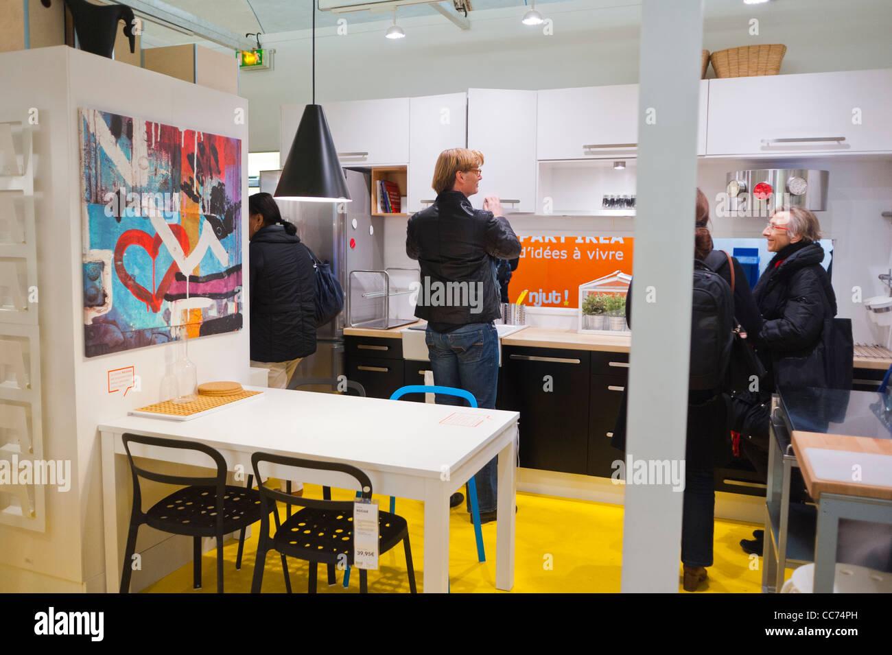 Paris Frankreich Ungewöhnliche Werbung Möbel Shopping Ikea Möbel