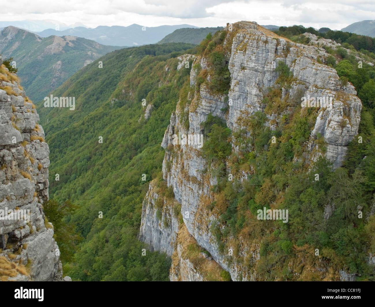 Kalksteinfelsen Alburni Berge, Nationalpark Cilento, Provinz Salerno, Region Kampanien, Süditalien Stockbild