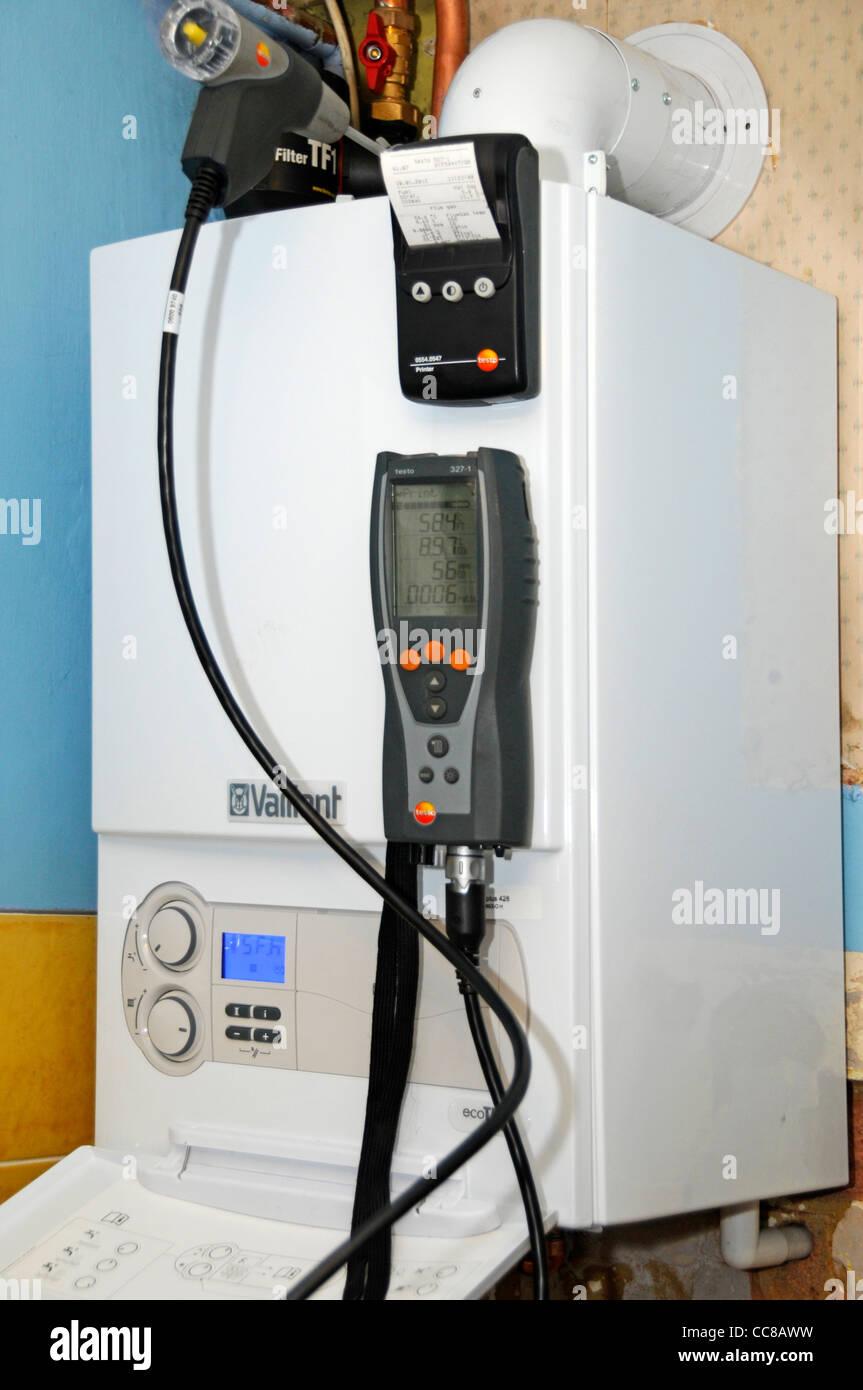 Boiler Installation Stockfotos & Boiler Installation Bilder - Alamy