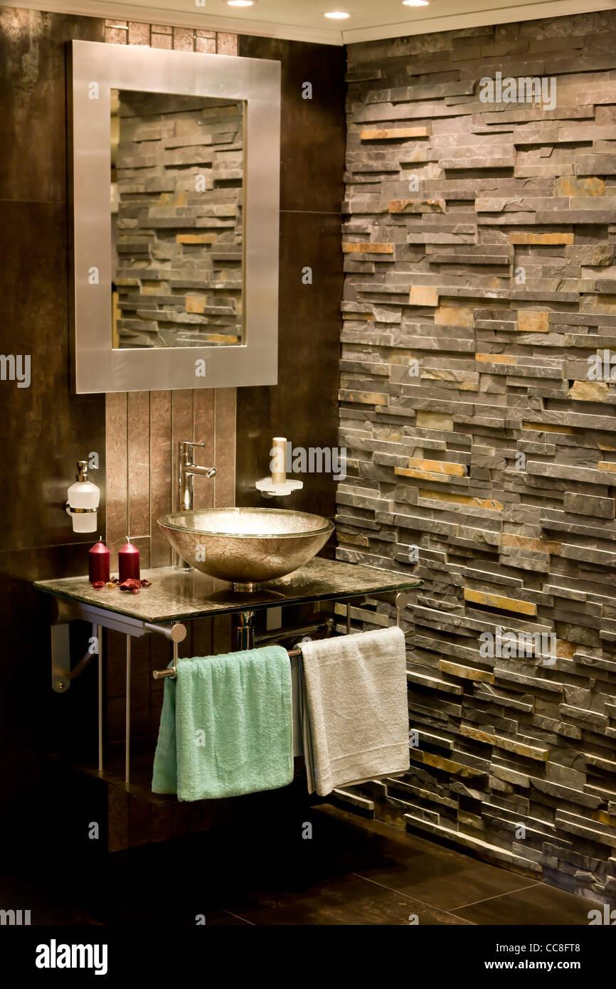 Moderne rustikale Badezimmer Interieur Stockfoto, Bild: 41984664 - Alamy