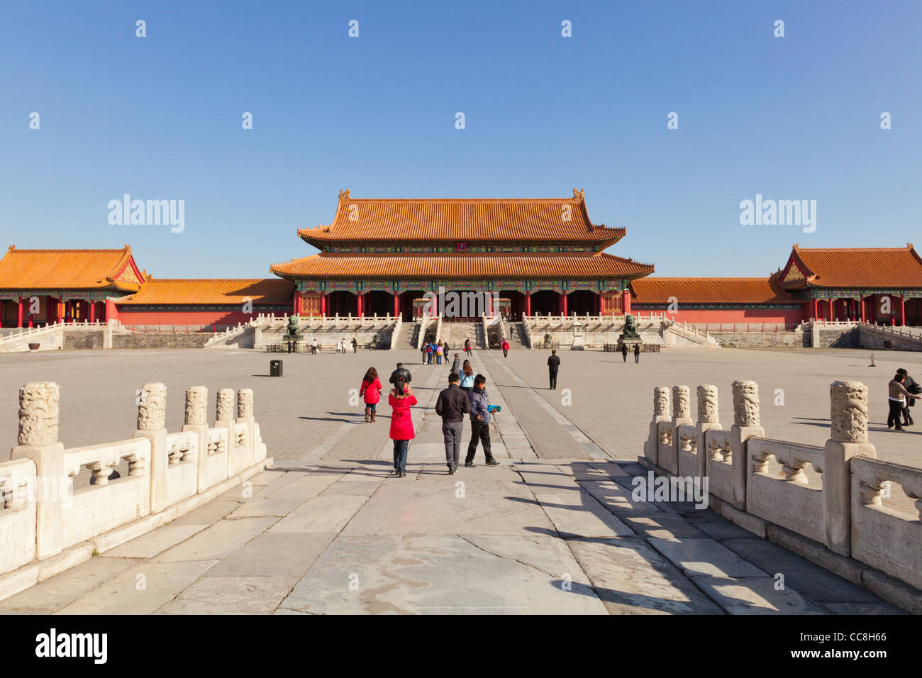 Das Tor der höchsten Harmonie, gesehen über den ersten Hof in die Verbotene Stadt, Beijing Stockbild