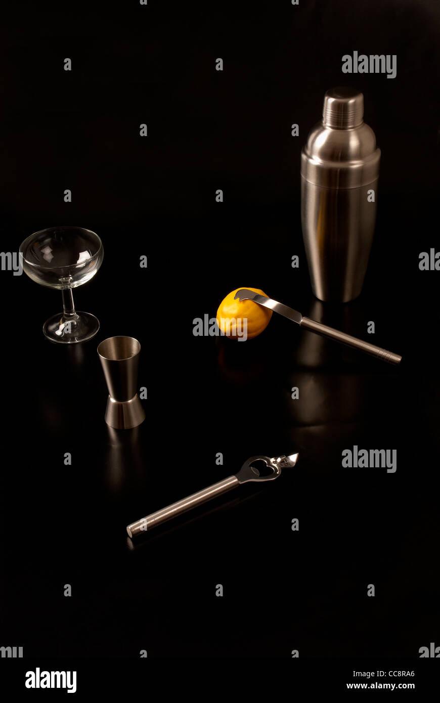 Eine Grundausstattung An Cocktail Utensilien Fur Den