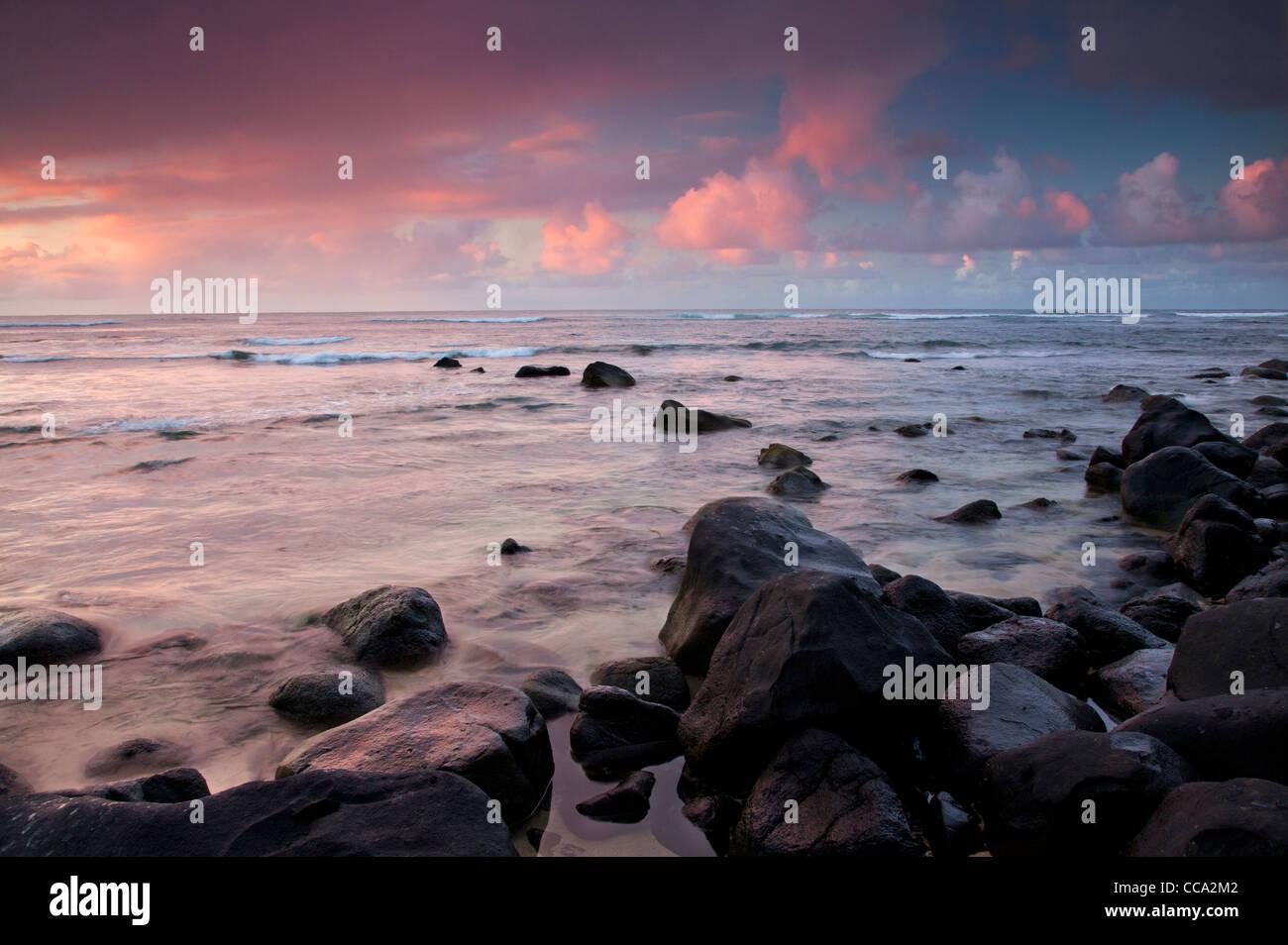 Mit Blick auf die Na Pali Coast von Hanalei Bay, Kauai, Hawaii. Stockfoto