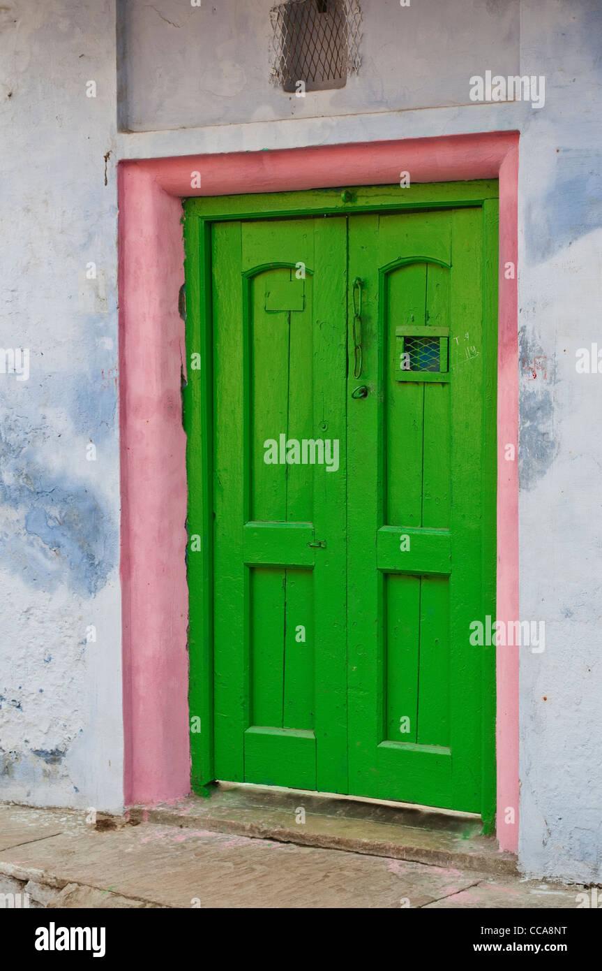 Pink Door Frame Stockfotos & Pink Door Frame Bilder - Alamy