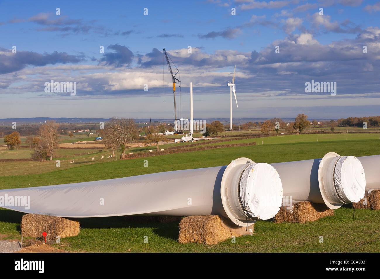 Klingen aus Windkraft Montage warten. Stockbild