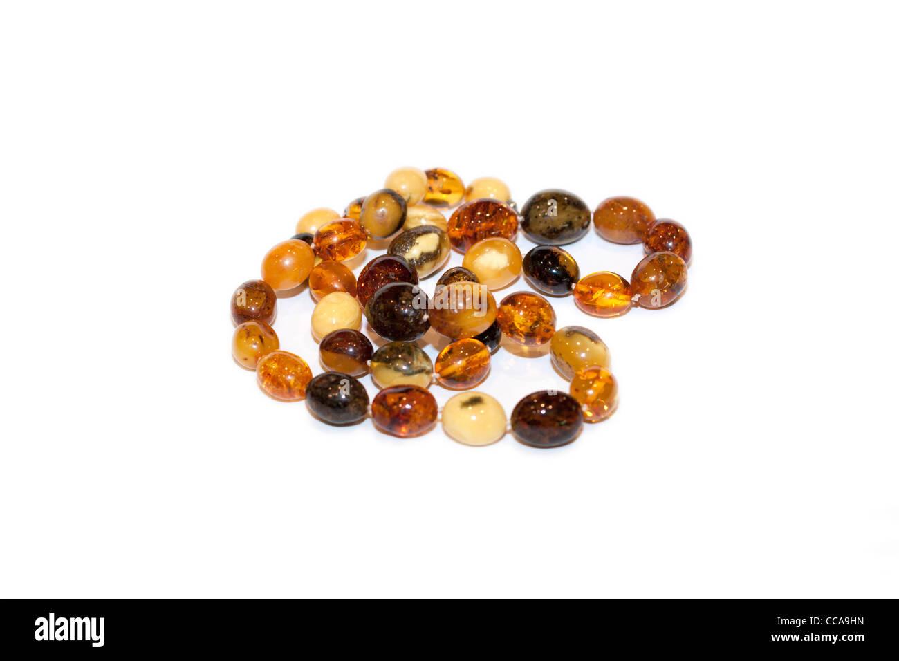 Halskette aus Bernsteinperlen verschiedener Art Stockbild