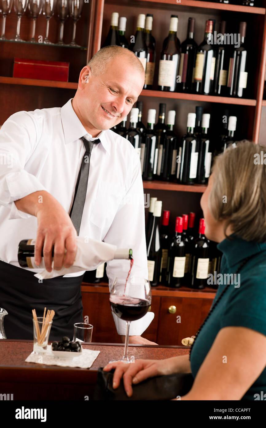Pouring Drink Woman Bar Stockfotos & Pouring Drink Woman Bar Bilder ...