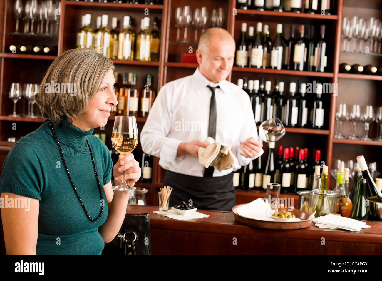 Restaurant Manager Counter Stockfotos & Restaurant Manager Counter ...