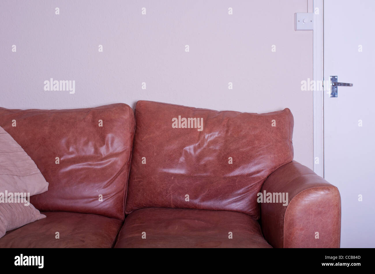 old sofa no people stockfotos old sofa no people bilder alamy. Black Bedroom Furniture Sets. Home Design Ideas