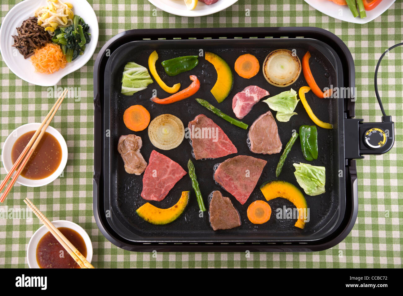 Gegrilltes Rindfleisch auf heißer Platte Stockbild