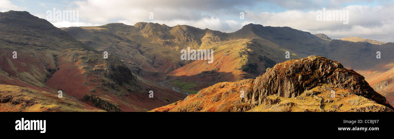 Langdale Pikes vom Seite Pike in den Lake District in England gesehen Stockbild
